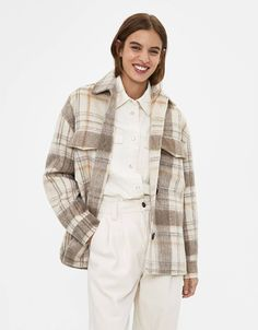 Discover the lastest trends in Jackets with Bershka. Log in now and find 142 Jackets and new products every week Beige Outfit, Plaid Jacket, Shirt Jacket, Shirt Blouses, Shirts, Fashion News, Fashion Outfits, Scandinavian Fashion, Jackets For Women