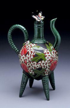 Kelly Hong: teapot -  http://www.geraldandkellyhong.com/Teapots.html