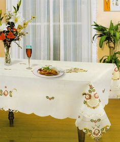 ISABELLA EMBROIDERED ROSE FLOWER TABLE CLOTH - WHITE