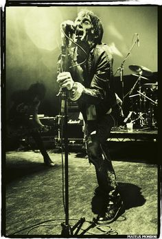 Jimmy Pursey-Sham 69 (photo of the day) One Wave, The Clash, Waves, Pistols, Rock Stars, Concert, Music, People, Punk Rock