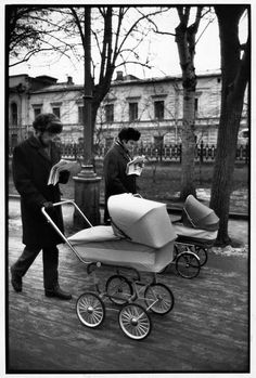 SOVIET UNION. Moscow. Sunday morning on Avenue Gogol. 1972. by Henri Cartier-Bresson