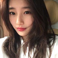 Suzy posts gorgeous selfie with rosy lips Vicks Vaporub, Korean Girl, Asian Girl, Korean Style, Miss A Suzy, Rosy Lips, Bae Suzy, Korean Actresses, Tips Belleza