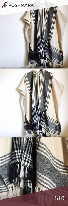 LOFT Tan Open Poncho with Fringe Perfect layering piece for any winter look ! Size XS/S LOFT Sweaters Shrugs & Ponchos