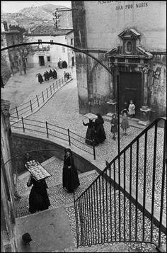 Cartier-Bresson ITALY. 1951. Abruzze. Village of Aquila. sono passati 5 anni dal terremoto.un ricordo e una preghera.