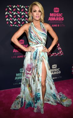 As if we needed another reason to love the American Idol winner, take a look at this floral ensemble.