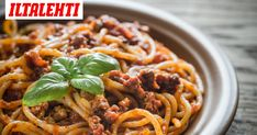 Bolognese- eli jauhelihakastike on helppo tehdä. My Cookbook, Bolognese, Pasta Dishes, Spaghetti, Pork, Food And Drink, Dinner, Ethnic Recipes, Desserts