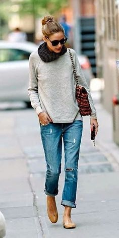 Sweatshirt, boyfriends jeans and flats