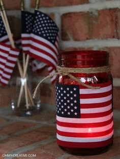 This centerpiece idea from @ohmycreative is such an easy way to add American spirit to your Fourth of July table