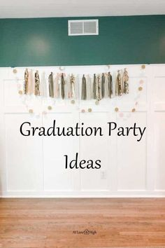 Today I am going to share with you lots of Graduation Party Ideas that will take your party to the next level!