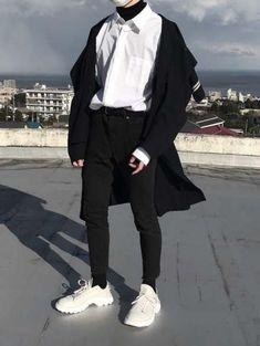 Sport wear fashion guys ideas for 2019 Fashion Guys, Korean Fashion Men, Ulzzang Fashion, Fashion Mode, Aesthetic Fashion, Grunge Fashion, Aesthetic Clothes, Sport Fashion, Asian Fashion