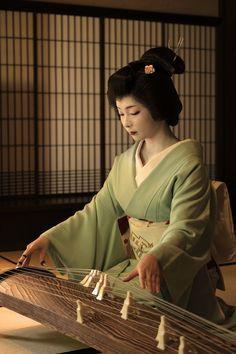 The Kimono Gallery Japanese History, Japanese Beauty, Japanese Culture, Japanese Fashion, Asian Beauty, Kimono Japan, Japanese Kimono, Japanese Girl, Look Kimono