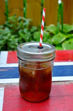 How to turn a mason jar into a spillproof / bugproof cup with straw