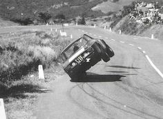 Whoooaaaa.... Alfa Romeo gets out of shape on the Targa Florio