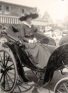 Lady in horse drawn carriage 1915.