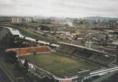 Registro do Estádio Alfredo Schürig, no Parque São Jorge, em 1975.