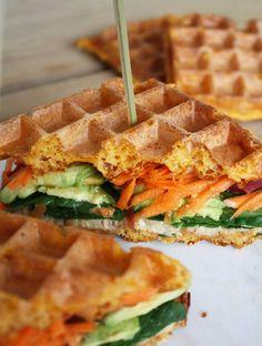 Sød kartoffel vafler Keto Waffle, Waffle Recipes, Snack Recipes, Healthy Waffles, Crepes And Waffles, Toast Sandwich, Vegetarian Recipes, Healthy Recipes, Healthy Food