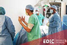 Estudiantes del programa Técnico quirúrgico con Ortopedia se preparan para simular una operación. Si te gustaría comenzar una carrera en este campo, déjanos tus datos en: http://estudia.ediccollege.edu/solicitud_informacion
