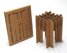 Design en stol  Om Møbler i pap Den hollandske designer, David Graas, designer blandt andet møbler i pap. Emballagen fungerer som skabelon, man skærer selv delene ud og samler møblet, som kan sendes med posten.