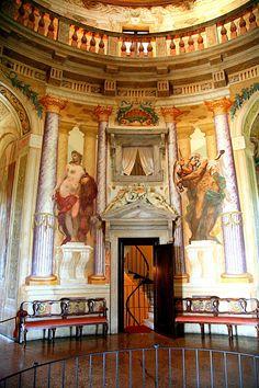 loveisspeed.......: Villa La Rotonda is a Renaissance villa just outside Vicenza, northern Italy, designed by Andrea Palladio.