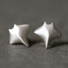 baby manta ray earrings... so cute!