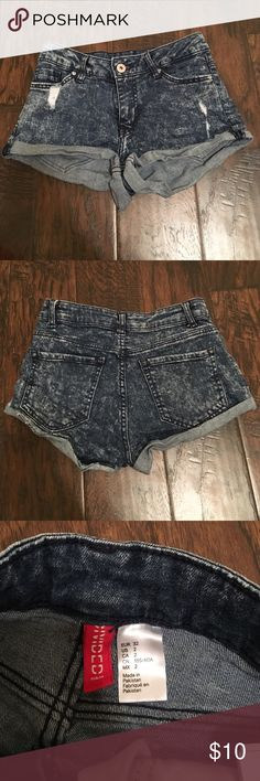H&M divided jean shorts H&M jean shorts! Perfect condition! Size 2, the smallest size H&M carries in these shorts! They fit like a 0! H&M  Shorts Jean Shorts
