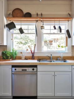 Gifted renters understand how to make wonderful homes in temporary dwellings, and squeeze seriously stylish and functional spaces out of nothing special. They make it look easy, but exactly how do they do it, you ask? Here are the habits of some seriously creative renters.