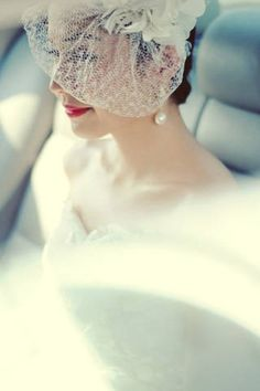 The bride donned a dainty fascinator accented with fabric flowers