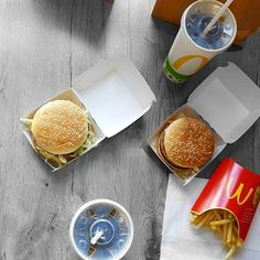 when McDonald's offers veggie burgers, you've got to try them 👌  #veggiespice #mcdonalds #junkfood #vegetarian #vegan #fries #food #instadayly #pictureoftheday #instagood