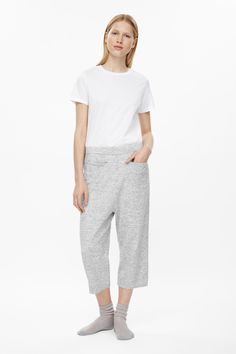 These cropped trousers are made from a soft cotton with a melange finish. A relaxed fit and a comfortable dropped crotch, they have slit pockets and an elasticated waistband.