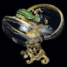 The Fabergé Imperial Peacock Egg was given by Tsar Nicholas II to his mother, the Dowager Empress, Maria Fyodorovna for Easter, The egg is made of rock crystal and silver-gilt. The Peacock. Tsar Nicolas Ii, Tsar Nicholas, Art Nouveau, Peacock Eggs, Peacock Blue, Fabrege Eggs, Faberge Jewelry, Egg Art, Easter Eggs