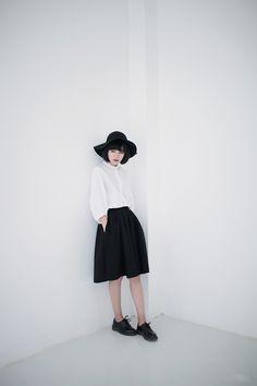 minimalistic feminine look - black skirt + white blouse + dr martens