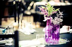 Decoração feita com garrafas de vidro. Tutorial no Casando sem grana