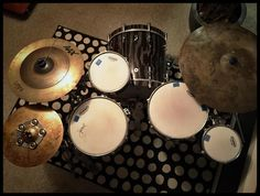One up two down #drumgab #drums #instadrums #drummer #drumset #drumporn #drumsetup @drumset_up @drumsdaily #drumsdaily @drummers_corner_group #drummerscorner @drumgearpics #drumgearpics @thedrumheadspod #drumheadspod #drumheads #sonordrums @sonordrumco #evandrumheads @evansdrumheads #sabiancymbals #sabiancymbals_official @sabiancymbals_official #baterista #bateria @sweet_spot_clutches #drumfam by drumgab1