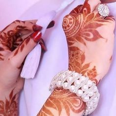 Arab Wedding, Wedding Henna, Wedding Couples, Modern Mehndi Designs, Bridal Mehndi Designs, Henna Designs, Beautiful Hands, Beautiful Bride, Arab Couple