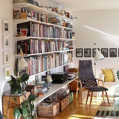 Stunning Library Room Design Ideas With Eclectic Decor - My Home Decor Ideas Interior Modern, Home Interior, Interior Livingroom, Midcentury Modern, Kitchen Interior, Sweet Home, Home Libraries, Eclectic Decor, Modern Decor