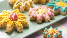 You and your kids can decorate with a few flowery-colored frostings to whip up a garden full of treats for the whole family.