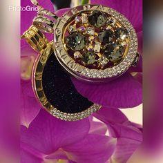 Cuando sonríes, el mundo brilla para ti...✨ #panama #jewels #mimoneda Rolex Watches, Jewels, Inspired, Diamond, Instagram Posts, Inspiration, Accessories, The World, Jewelry Storage