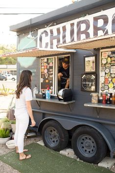 Looking for the best food trucks in Austin, Texas? This guide of the 16 best Austin food trucks will help you find where to eat breakfast lunch, dinner, dessert, or just a late-night snack! Visit Austin, Visit Texas, Best Food Trucks, Austin City Limits, Austin Food, Food Truck Design, Texas Travel, Usa Travel, Food Places