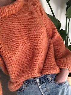 Strikkeoppskrift: Sunnivagenseren – Knitting For Beginners Love Knitting, Jumper Knitting Pattern, Knitting Videos, Knitting For Beginners, Knitting Socks, Knitting Stitches, Knitting Projects, Baby Knitting, Start Knitting