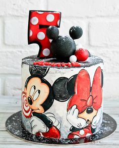 Cake amazing disney mickey mouse ideas for 2019 Minni Mouse Cake, Mickey And Minnie Cake, Bolo Mickey, Minnie Mouse, Disney Mickey, Walt Disney, Fancy Cakes, Cute Cakes, Fondant Cupcakes