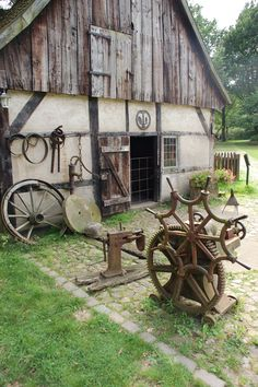 Blacksmith Workshop, Blacksmithing, Homesteading, Solar, House Styles, Outdoor Decor, Germany, Doors, Home Decor