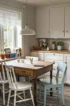 Sissel og Jostein hadde lenge drømt om et landlig liv Interior Styling, Interior Design, Cottage Kitchens, Country Kitchen, Homemaking, Kitchen Design, House Plans, Decoration, Sweet Home