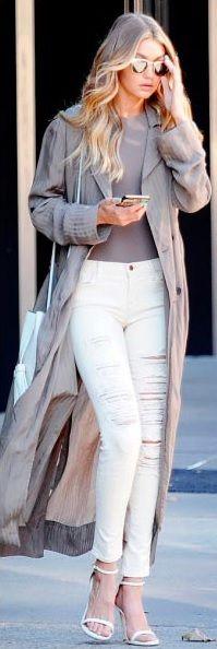 Body + jeans rotos + gabardina