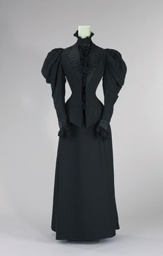 "circa 1893/95, silk, wool, worn by Empress Elisabeth of Austria, known as ""Sisi"" © Munich City Museum"
