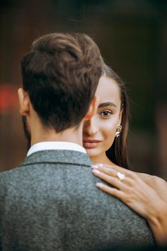 Pre Wedding Poses, Wedding Picture Poses, Wedding Couple Poses, Couple Photoshoot Poses, Couple Posing, Wedding Photoshoot, Outdoor Wedding Photography, Wedding Photography Styles, Model Poses Photography