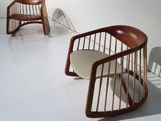 Poltronas de Balanço de Madeira. Designer: Noé Duchaufour-Lawrance / Bernhardt Design.