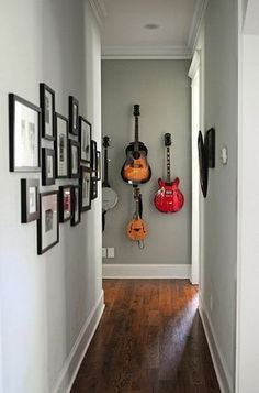 The acoustic guitar as part of the interior - Making Furniture yourself DIY Bauhaus Interior, Gray Painted Walls, Guitar Wall, Archi Design, Home Living Room, Wall Design, Creative Design, Family Room, Sweet Home