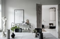 Black, white and nude - via Coco Lapine Design