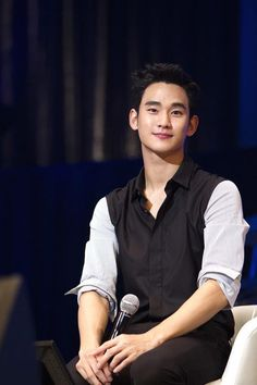 """Actor Kim Soo Hyun was casted to be a part of the hong kong movie """"The Length And Breadth Of The Dead Sea"""" but it seems that taking the offer will be difficult on his part. Hyun Kim, Ahn Jae Hyun, Jun Ji Hyun, Sung Kyung, Lee Jong Suk, New Actors, Actors & Actresses, Asian Actors, Korean Actors"""