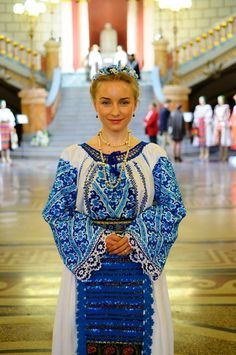 Romania - Colecţia de artă populară Silvia-Floarea Tóth Folk Clothing, Clothing Patterns, Young Frankenstein, Ethnic Outfits, Folk Costume, Female Form, Holiday Outfits, Traditional Dresses, Vogue